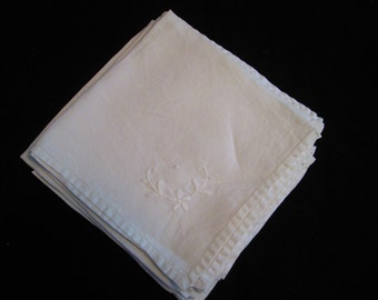 11 Beautiful Linen Hand Embroidered Vintage Napkins
