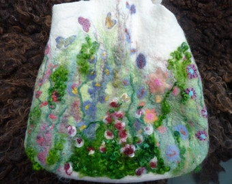 "Felted ""knooptas"" Meadow Flowers including box for the phone. Felted ""knotbag"" flower meadow, including a box for wallet"