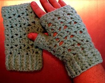 V-stitch fingerless gloves