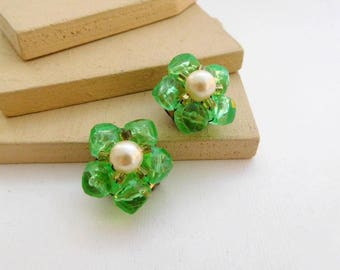 Vintage Hong Kong Lime Green Faux Pearl Bead Cluster Flower Clip On Earrings E30