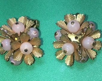 Vintage Peach and Gold Tone Floral Clip on Earrings/20x21mm/In Great Condition #BCEB-795