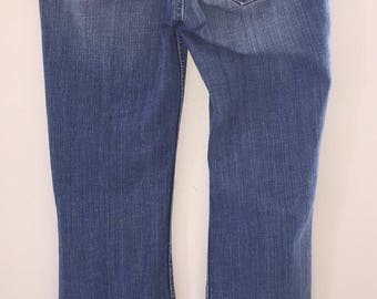 Vintage Women's Jeans Made By Levi Strauss Size 3 Medium Curvy Cut 528