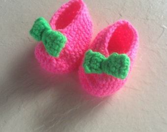 Baby girl booties with bow