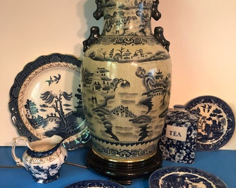 Reproduction Blue Willow hand painted Pottery China Vase Interior Design Table Lamp