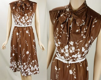 1970s Vintage Dress Brown and White Flowered Border Print B36 W30