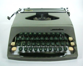 Vintage Commodore Typewriter, Manual Typewriter, Commodore Educator, Mid Century, Made in Canada,