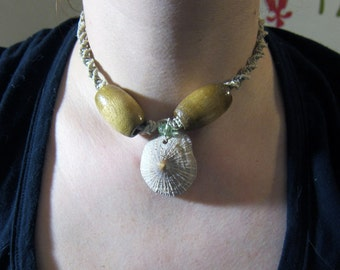 Shell and Wooden Bead Hemp Choker //SALE//