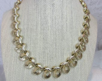 """Vintage Coro """"Loopy"""" Link Gold Tone Finish Necklace with Hook Clasp - Pristine Condition"""