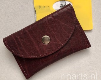 Slim wallet / coin case / Card holder in burgundy red full grain cow leather. Leather wallet with two compartments. Gift under 20