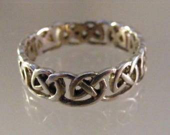 Vintage Celtic Knot Mens Band Ring  in Sterling Silver.....  Lot 5670