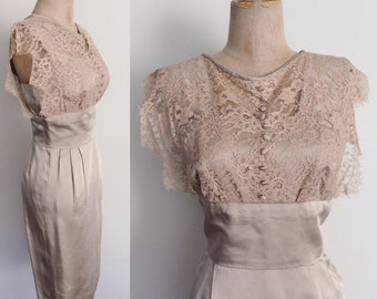 1960 ' s Satin & dentelle Wiggle robe robe Vintage taille Small à Large Maeberry Vintage
