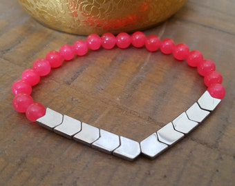 Stunning pink stone and hematite arrow stretchy bracelet