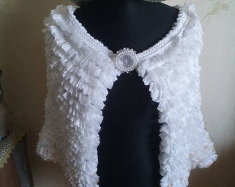 White knit capelet with a small yellow side / knit wrap / bridal shawl / bolero