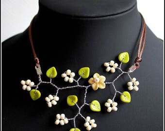 Flowering branch Pearl Necklace