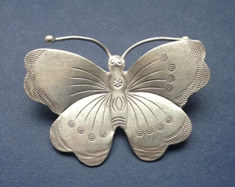 HT - 82 Thai Hill Tribe Fine Silver Butterfly Penant