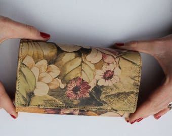 Madamzel Leather 9-compartment large lightweight wallet in Multicoloured print