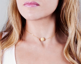 Short Coin Necklace, Disc Choker Necklace, Letter Coin Necklace, Gold Disc Necklace, Initial Disk Choker, Custom Choker Necklace, Tiny Disc