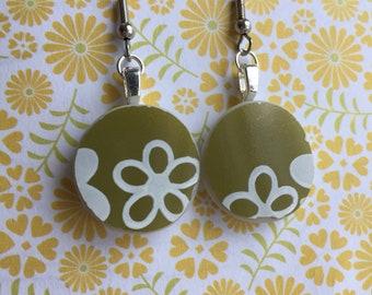 "Spring Blossom ""Crazy Daisy"" Broken Green Pyrex Earrings"