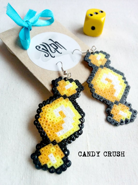Yellow pixelart Candy Crush earrings with a 8bit retro feel made of Hama Mini Perler Beads, perfect for those sugarlovers!