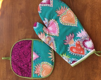 Alma y Corazon Pot Holder and Oven Mitt Set! (2 pieces)