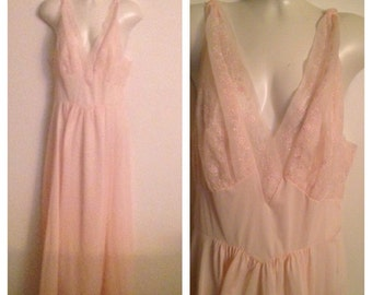 Beautiful Pink Vintage Vanity Fair Nightgown