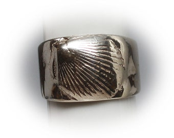 Sterling Silver Clam Shell Fashion Ring