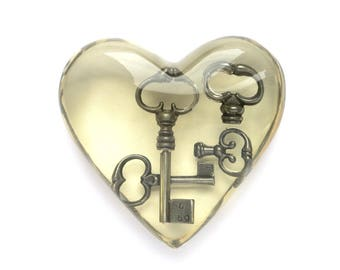 Vintage Resin Heart - Key to My Heart Clear Plastic Acrylic Lucite Paperweight Desk Ornament - Skeleton Key