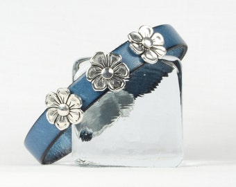Leather bracelet, Turquoise leather bracelet, Silver flowers, Magnetic clasp,  CarolMade L101