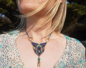 Turquoise Macrame & Metal Pendant with Raw Quartz. Healing Crystal. Ethnic Necklace. Micromacrame. Boho Macrame. Mariposa Creative. Unique.