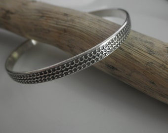Geoxideerde sterling silver bangle armband