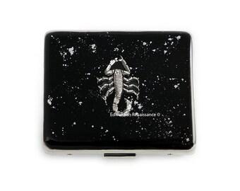7 jours pilule boîte Scorpion incrustée dans la main peint émail noir avec Splash argent Design Penny Dreadful inspiré personnalisée et Options de couleur