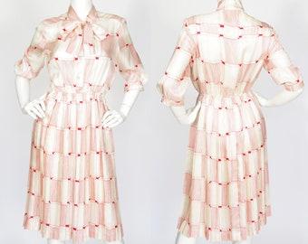 1970er Jahre Vintage-Creme & rot Grafik Seide Plissee Ascot Krawatte Kleid Sz XS-M