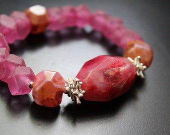 Fuchsia pink agate druzy focal and recycled glass bracelet, shades of pink and orange bracelet, boho summer fun vacation stacking bracelet