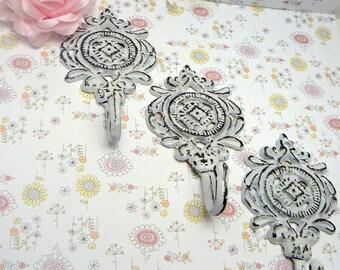 Ornate Medallion Classic White Shabby Elegance Trio Rustic Floral Hook Cast Iron Key Leash Jewelry Scarf Set 3 Hooks Nursery Mudroom