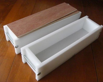 2 hdpe 4 LB Soap Molds, 2 Wooden Lids makes 28 Bars E.