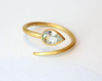 Ring of gold with aquamarine snake ring
