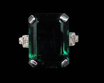 Green Emerald Cut Paste 18ct Yellow Gold Gilded Dress Costume Ring | Statement Cocktail Ring | Art Deco Style Geometic