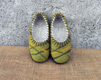 Felt slippers, Sole felted slippers, Felted home shoes, Boiled wool slippers, Felted clogs, wet felted shoes, wool clogs, warm slippers