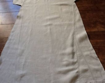 Ecru embroidered for decoration or worn old shirt Nightgown