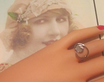 Vintage Silver Ring With Mother of Pearl - Size 5.25 - R-085