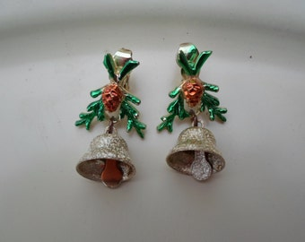 Vintage Gold Tone Christmas Holiday Earrings Clip Ons Non Pierced Pine Cone Enamel Green Branches Bells