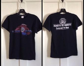 Vintage Doobie Brothers Minute by Minute 1979 Concert Tour T-shirt size Medium looks XS Eagle