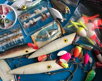 "Estate find...A whole ""lotta"" vintage fishing stuff!"