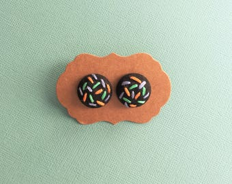 Confetti pastel - hand embroidered earrings