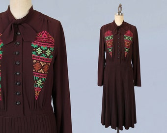 1940s Dress / Early 40s Late 30s Crepe Day Dress / Vibrant Embroidered Triangle Pockets / 1930s