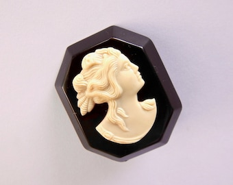 1930s Celluloid Cameo Brooch