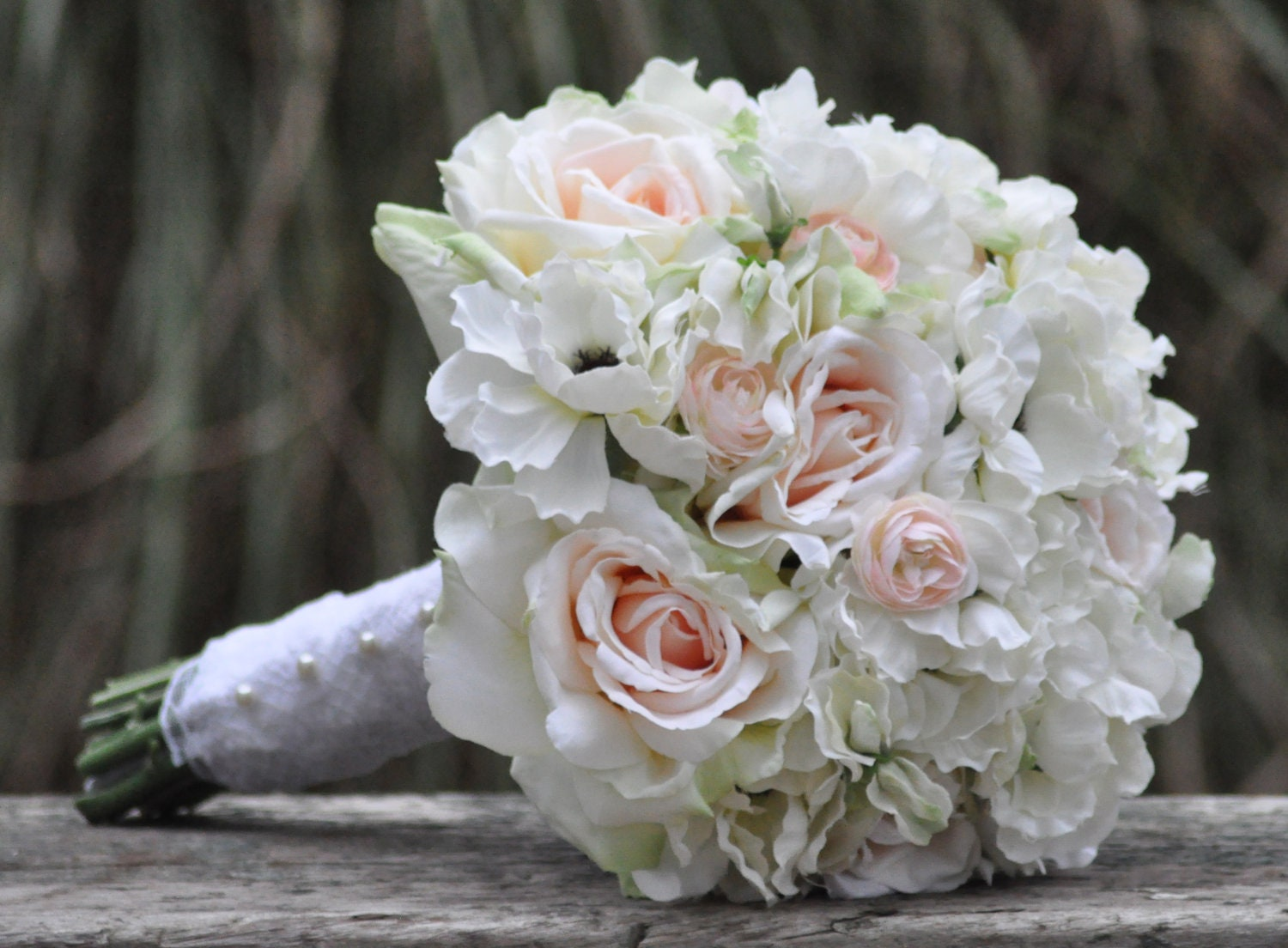 zoom - Blush Garden Rose Bouquet