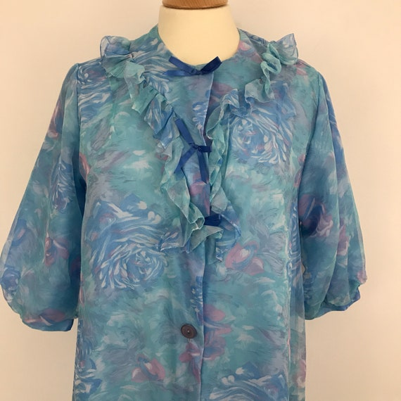 Vintage robe, blue dressing gown, 1950s boudoir, blue floral print, flared babydoll, frilly, bows, house coat M kayser, vintage pin up