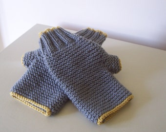 """Knitting Pattern for """"Carrie"""" Fingerless Gloves"""