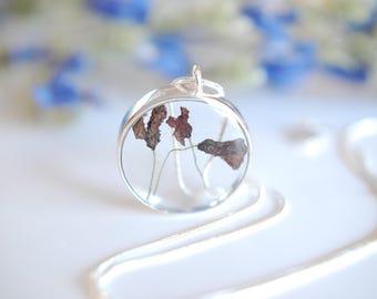 Necklace jewel flower inclusion.